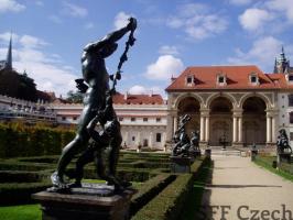 City tour of Prague gardens