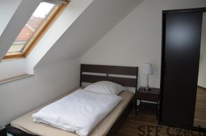 Room for short-term rent close to center of Prague