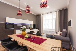 Luxury 2 bedroom flat Albertov Lumirova Prague