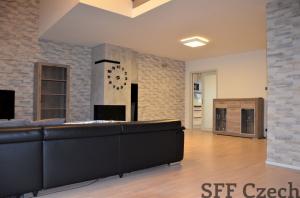 Luxusní mezzonet apartmán s terasami k pronájmu, Praha Vršovice